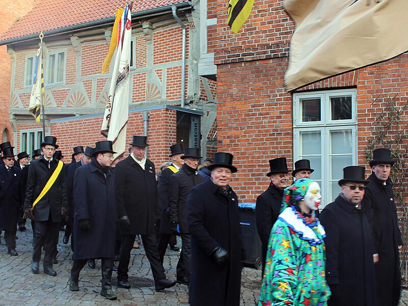 Ältermänner und Clown bei der Schipperhöge in Lauenburg